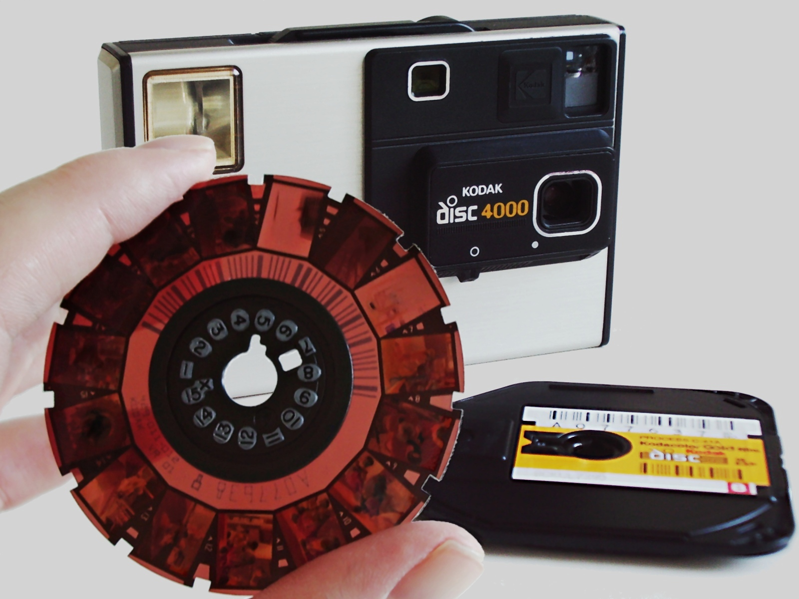 Camera_Kodak_Disc_4000_with_disc_film.jpg